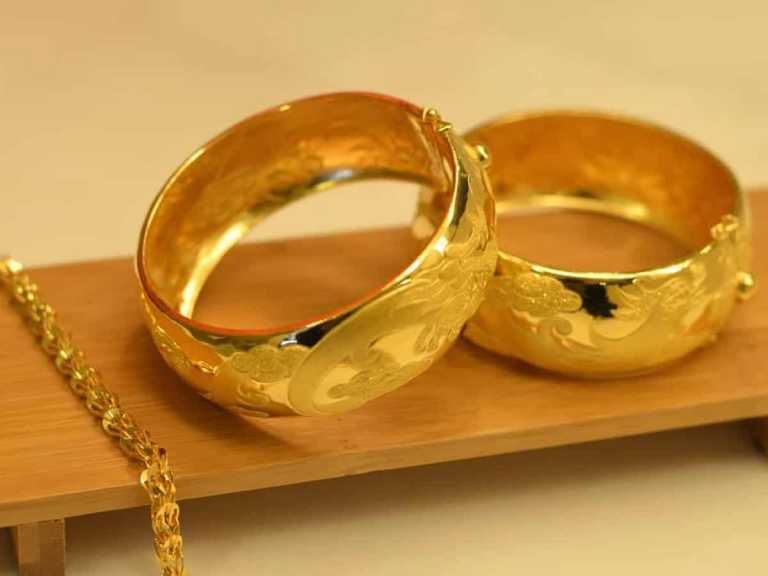 Gold prices jump Rs 1,182, silver zooms Rs 1,587